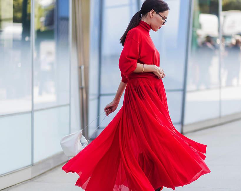 czerwona sukienka maxi na walentynki 2021