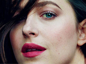 Dakota Johnson facet