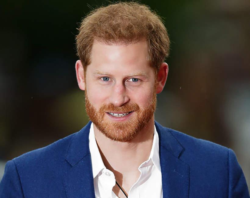 dlaczego książę Harry zapuścił włosy