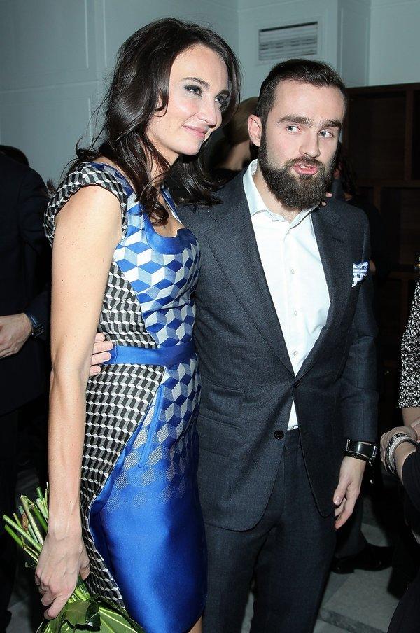 Dominika Kulczyk w niebieskiej sukience i Sebastian Kulczyk