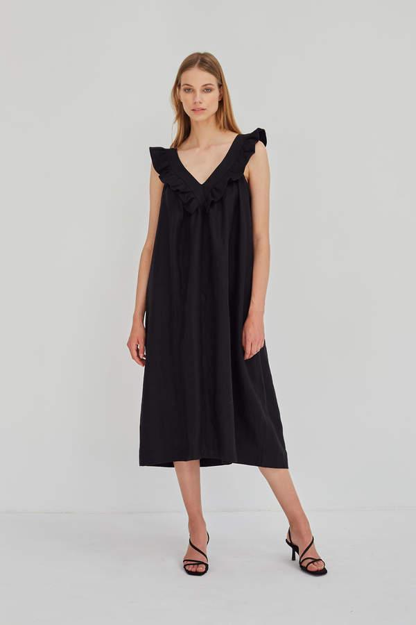 edyta-gorniak-w-modnej-czarnej-sukience-mini-na-lato-2020-podobne-modele-kupisz-w-line