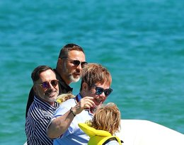 Elton John i David Furnish z synami