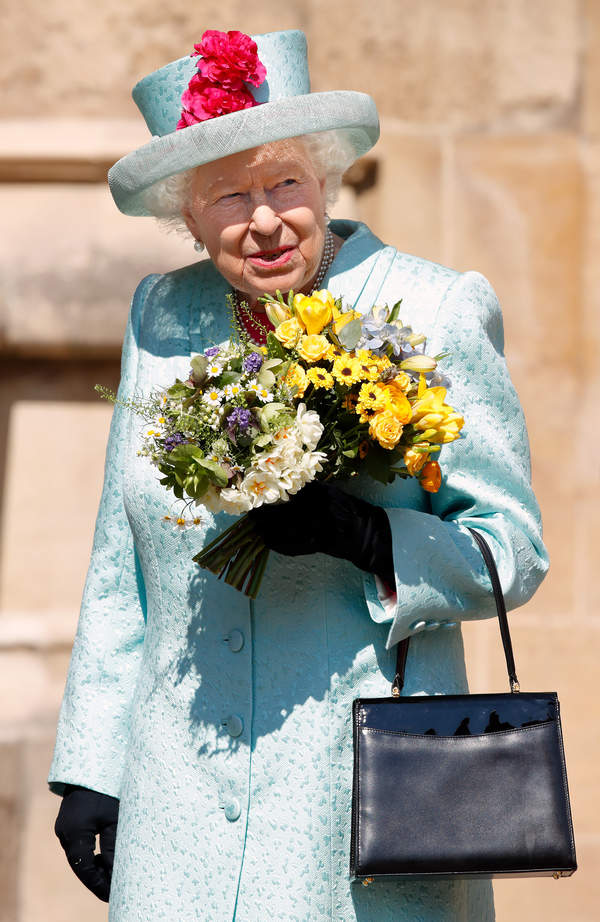 Elżbieta II - co kryją jej torebki?