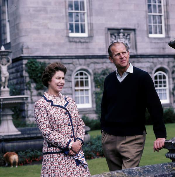 Elżbieta II i książę Filip - wakacje w Balmoral