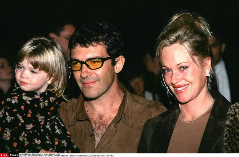 EN_00021368_0025, Melanie Griffith, Antonio Banderas z córką Stellą, 1998