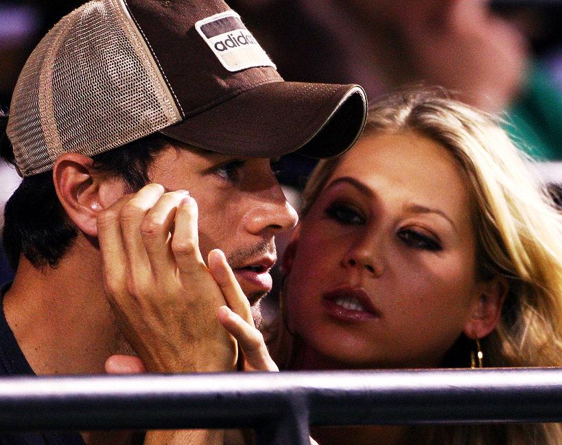 Enrique Iglesias i Anna Kurnikowa, Anna Kournikova przechodzą kryzys przed całowanie się z fankami?!