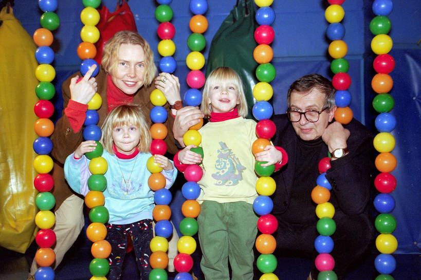 Ewa Błaszczyk, Jacek Janczarski z córkami, Manią i Olą, 1997