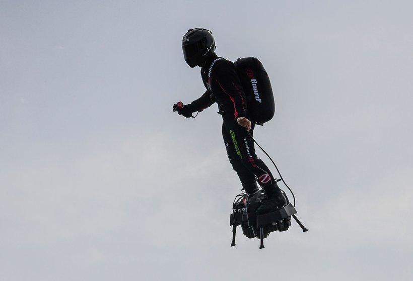 Franky Zapata na flyboardzie