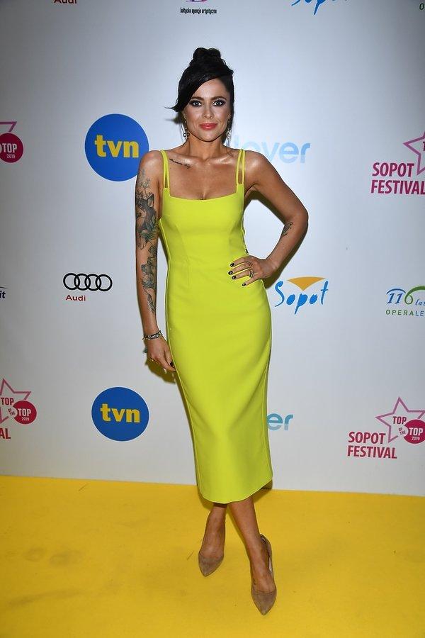 Gabi Drzewiecka w neonowej sukience