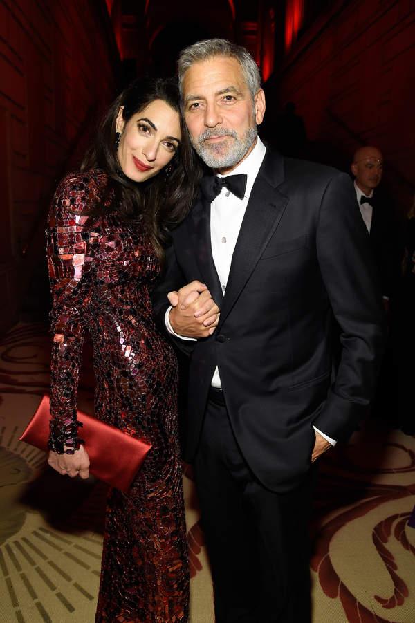 George Clooney, Amal Clooney czerwona sukienka