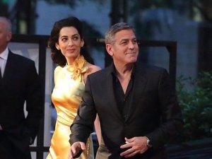 George Clooney i Amal na czerwonym dywanie