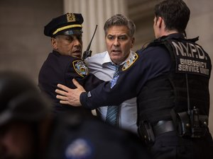 George Clooney w filmie Zakładnik z Wall Street