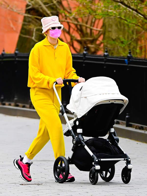 Gigi Hadid z córką na spacerze