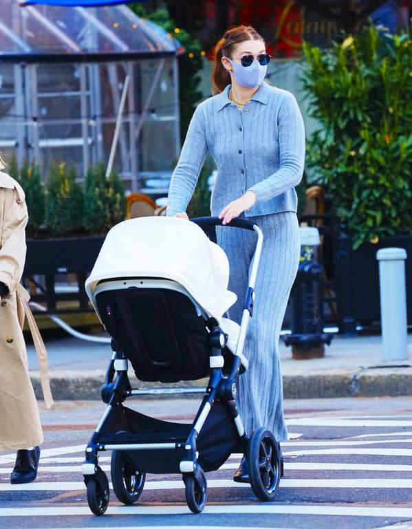 Gigi Hadid z córką w Nowym Jorku