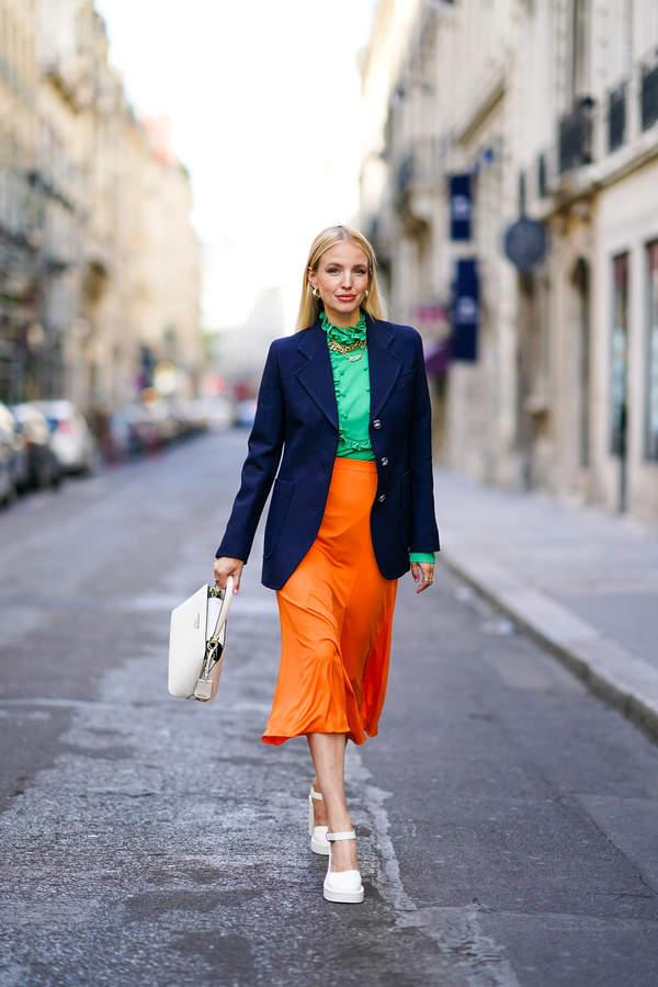 granatowy-to-najmodniejszy-kolor-na-lato-2020-jak-stylizowac-granatowe-sukienki-marynarki-koszule0