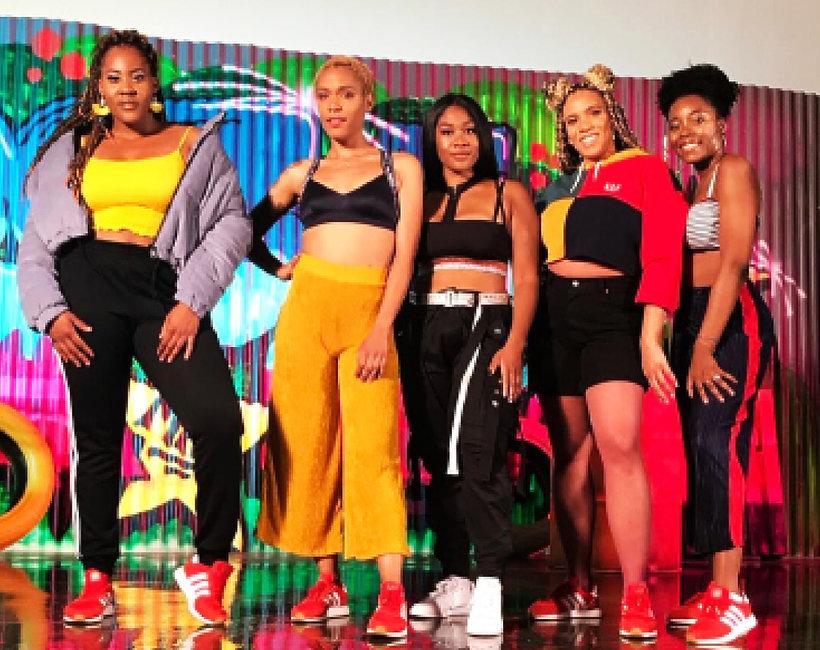 grupa taneczna Gold Caviar Crew występująca na pokazach mody