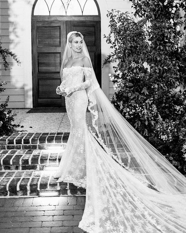 Hailey Bieber, suknia ślubna
