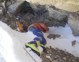 Himalaje, himalaiści, człowiek w zielonych butach