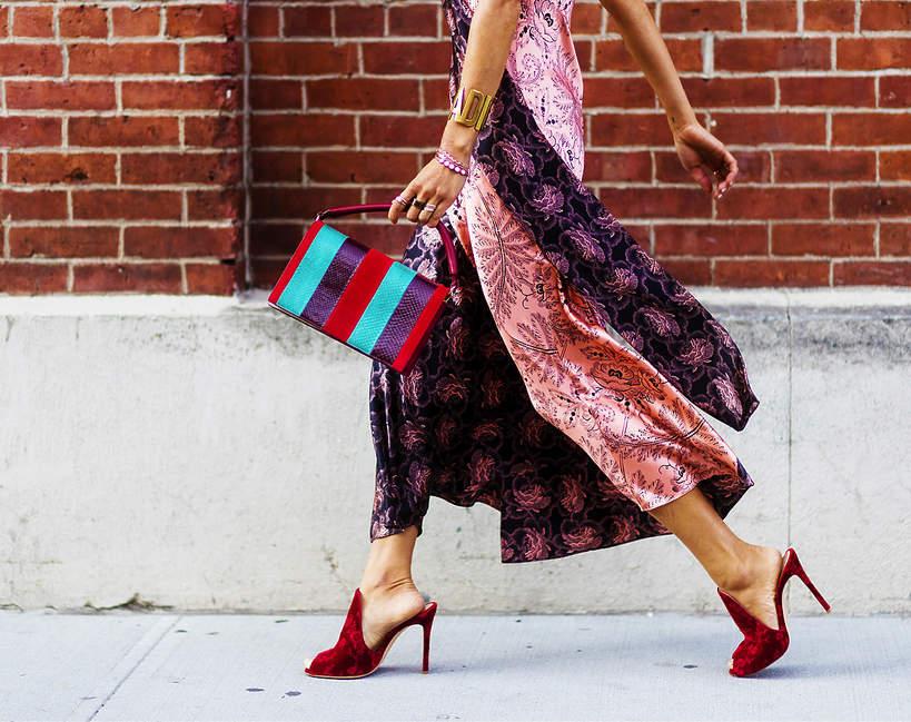 jak-dobrac-modne-szpilki-do-sukienki-w-kwiaty-wiemy-gdzie-kupisz-je-teraz-w-promocji