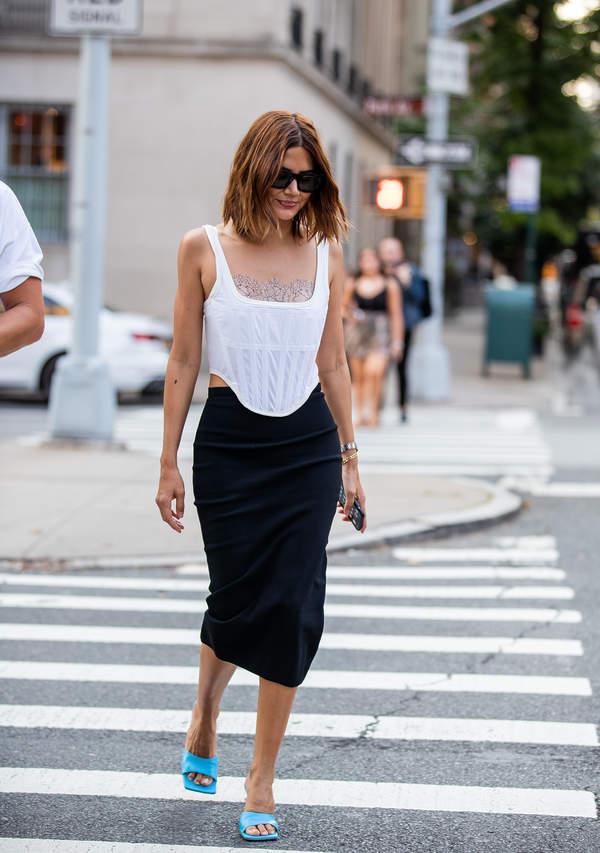 jak-nosic-spodnice-olowkowa-do-modnych-bluzek-i-szpilek