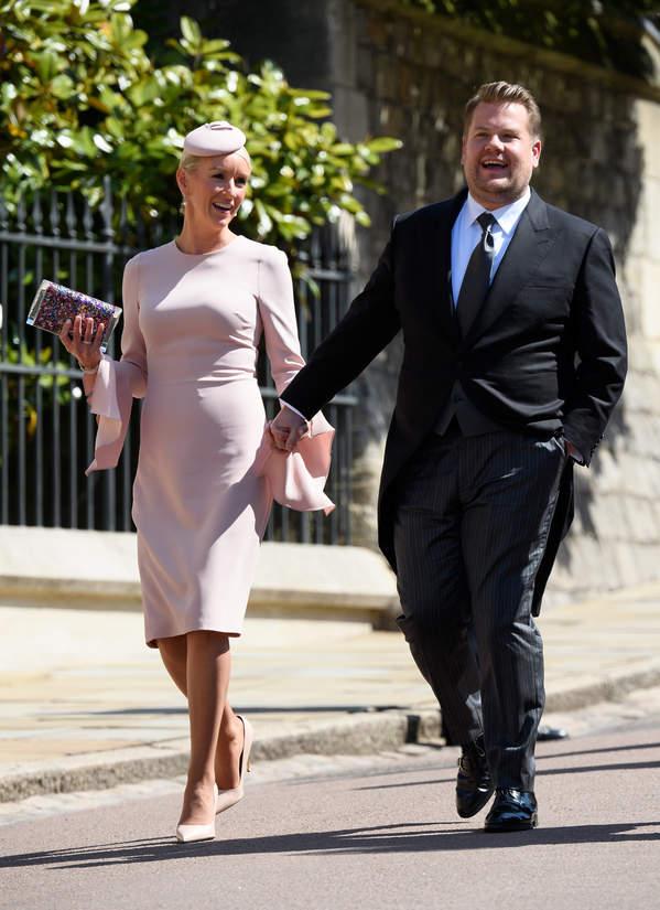 James Corden i Julia Carey na ślubie Meghan i Harry'ego