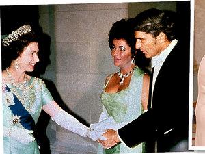 jamnik gwiazdy i królowa Elżbieta II