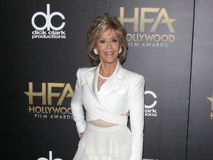 Jane Fonda w białej sukni