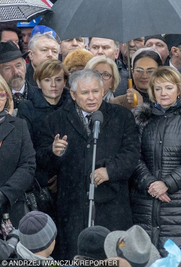 Jarosław Kaczyński przemawia podczas marszu