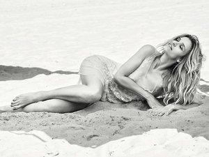 Joanna Koroniewska na plaży