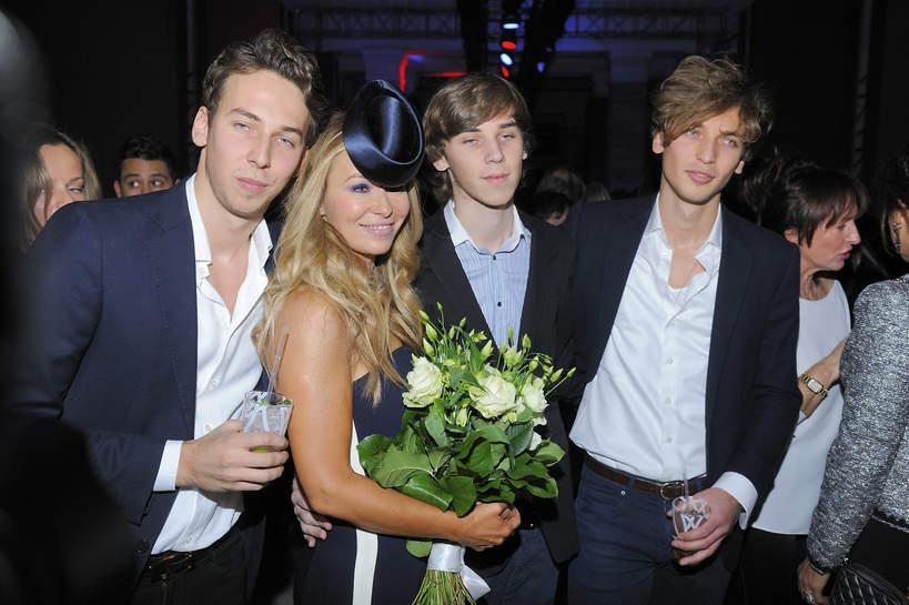 Joanna Przetakiewicz z synami, Aleksander, Filip i Jakub