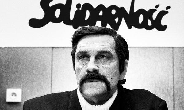 John Malkovic jako Lech Wałęsa