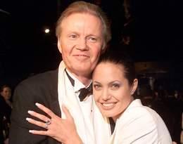 Nie rozmawiali ze sobą 15 lat, ale w końcu mu wybaczyła. Oto historia relacji Angeliny Jolie z ojcem
