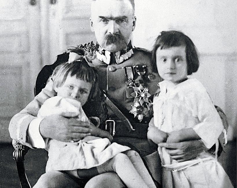Józef Piłsudski z córkami, Jadwigą i Wandą