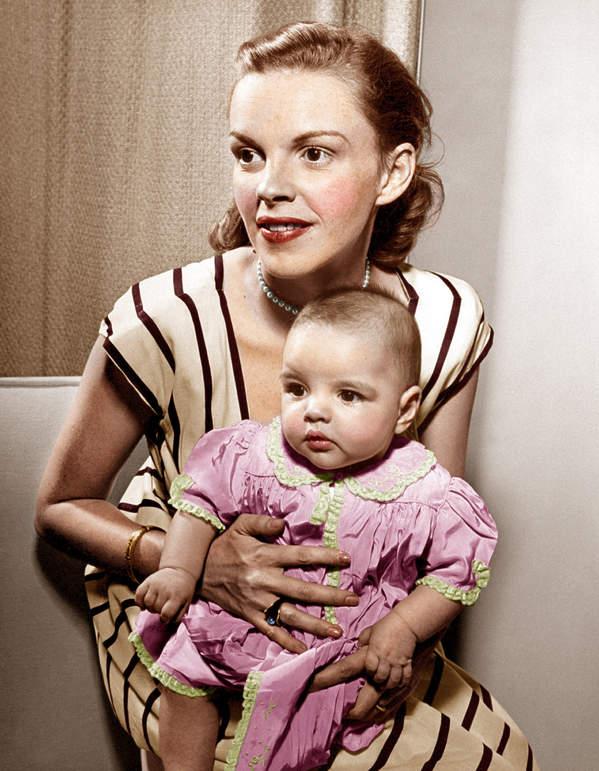 Judy Garland holds baby daughter, Liza Minnelli, 1946