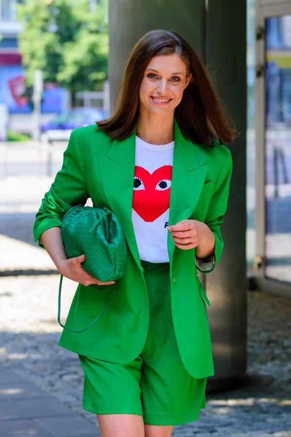 julia-kaminska-w-modnej-stylizacji-na-lato-2020-ten-kolor-to-hit-sezonu1