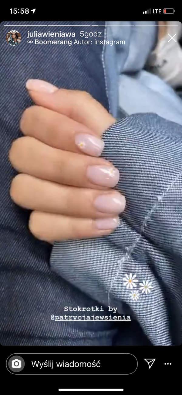 Julia-Wieniawa-manicure-stokrotki-trend