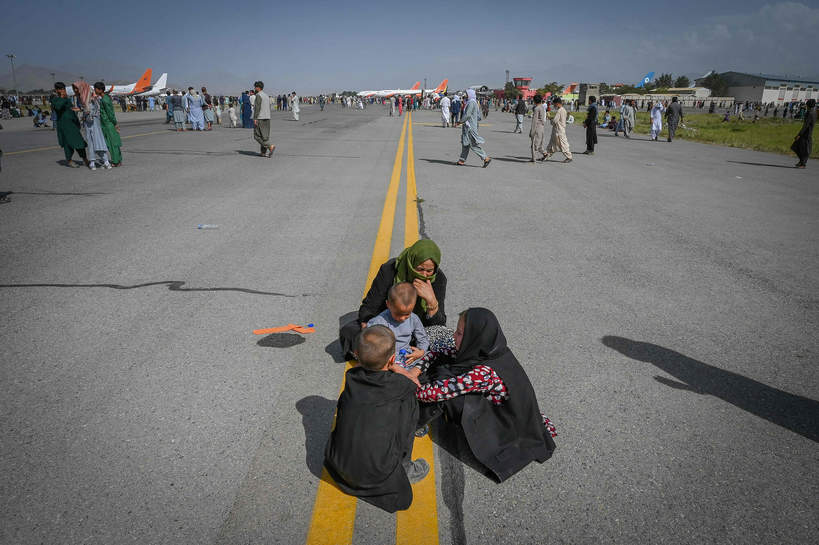 Kabul. Tysiące mieszkańców próbuje opuścić kraj