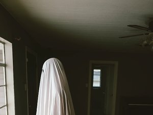 kadr z filmu A Ghost Story. United International Pictures, TylkoHity.pl