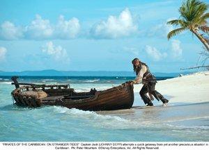 kadr z filmu Piraci z Karaibów. Na nieznanych wodach