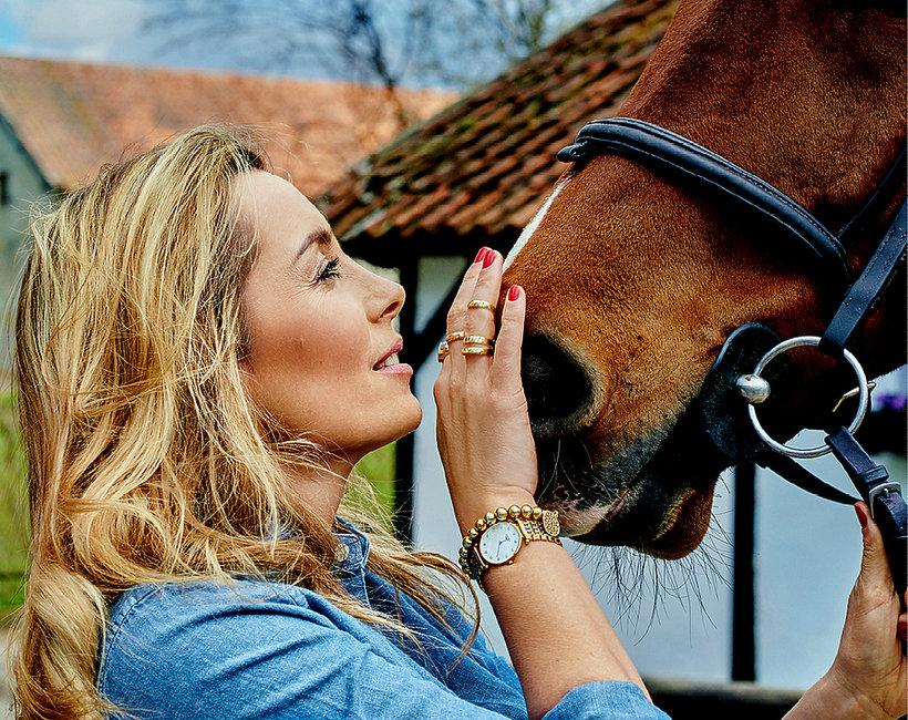 Karolina Ferenstein–Kraśko z głową konia