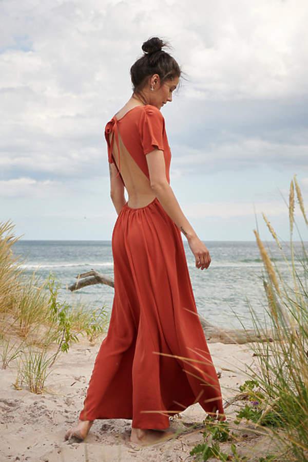 katarzyna-cichopek-w-czerwonej-sukience-maxi-podobna-kupisz-za-69-zl-to-hit-lata-2020