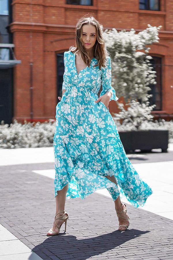 katarzyna-cichopek-w-wyszczuplajacej-sukience-na-lato-2020-podobna-kupisz-w-zara
