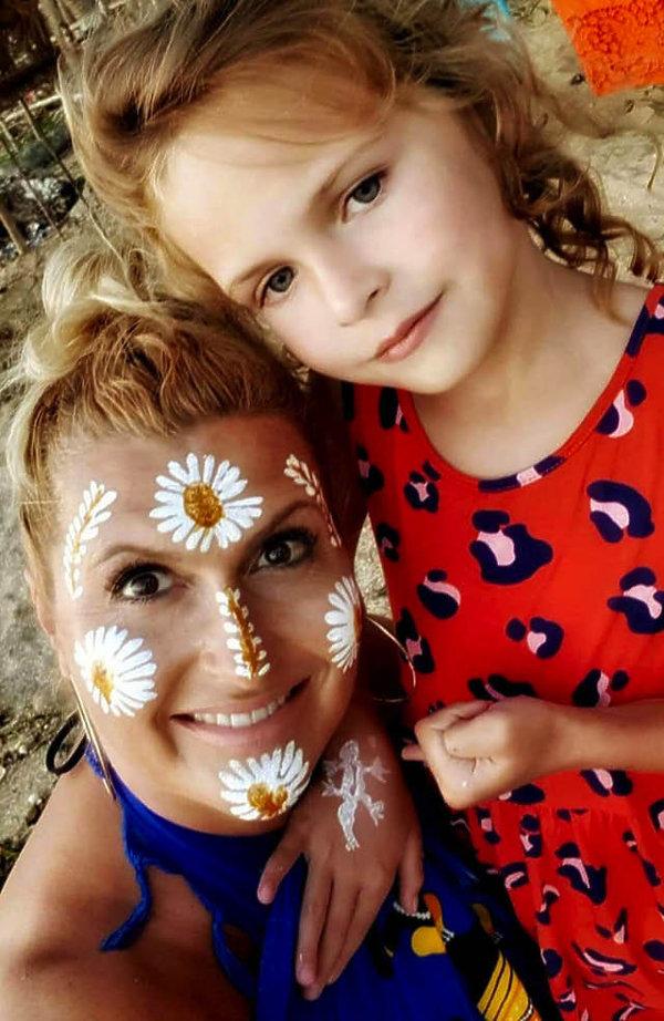 Katarzyna Skrzynecka z córką na wakacjach