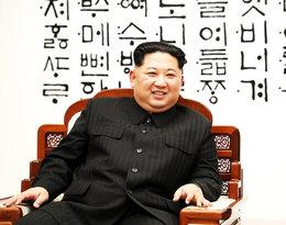 Jest krwawym dyktatorem i kocha otaczać się luksusem...