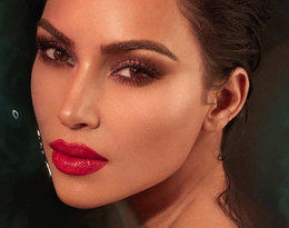 Ten prosty trik Kim Kardashian uchroni Cię przed zmarszczkami!