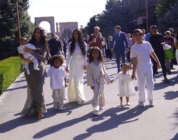 Kim Kardashian z dziećmi w Armenii