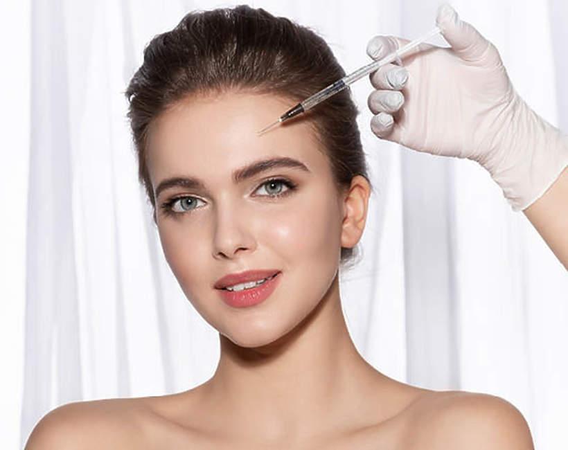 kobieta-podczas-zabiegu-botox-2020-po-pandemii