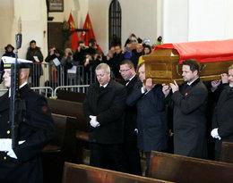 Kondukt pogrzebowy Pawła Adamowicza, wniesienie trumny do Bazyliki Mariackiej