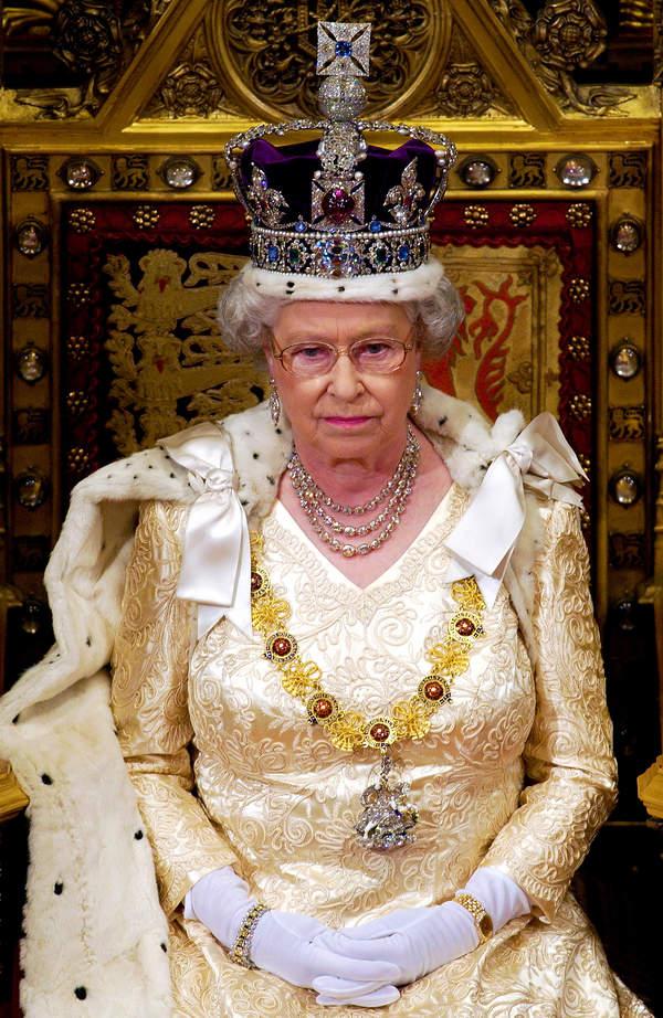 koronacja królowej Elżbiety II, królowa Elżbieta II w koronie