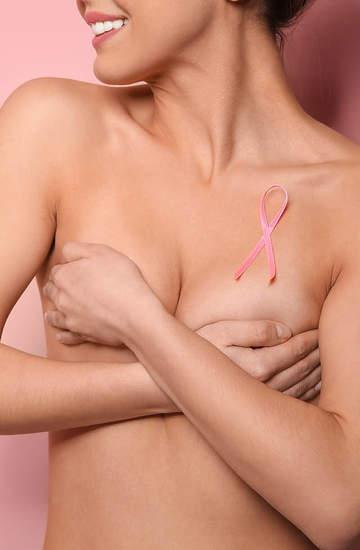 Różowa wstążka kosmetyki wspierające kampanię na rzecz raja piersi